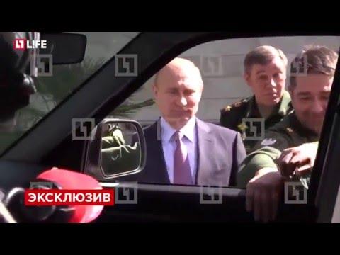 Путин не смог открыть дверь при осмотре «УАЗ Патриот»