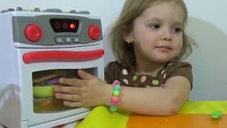 Готовим гамбургер из пластилина играем игрушечной плитой Play with stove for cooking make  hamburger