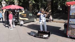 Санкт - Петербург, уличный скрипач - Свой среди чужих
