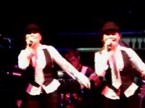 Ming Zhu Sisters performs Lu Bian Ye Hua/Wang Chun...