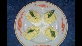 #Фаршированные яйца, очень вкусная закуска. #Видеорецепт.(2 яйца, 20 г. сыра, 1 зубчик чеснока, 1-2 ст. л. майонеза, зелень укропа для украшения. http://www.prostyerecepty.com/ КУЛИНАР..., 2014-12-09T07:20:48.000Z)