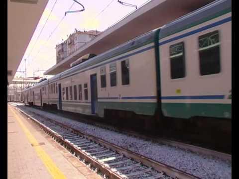 Treno regionale Sapri-Napoli a Salerno - YouTube