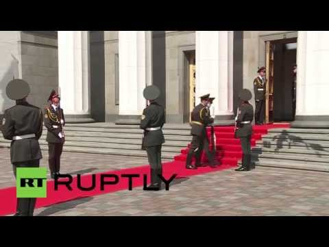 Ukraine: Inauguration fail - soldier collapses at Poroshenko's feet