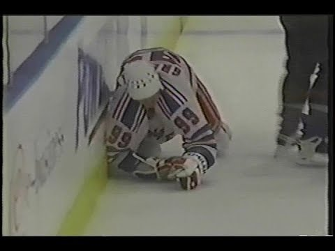 Bill Muckalt destroys Wayne Gretzky