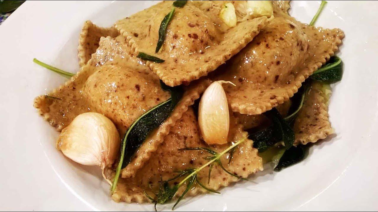Ravioles de harina integral y semillas de lino rellenos de