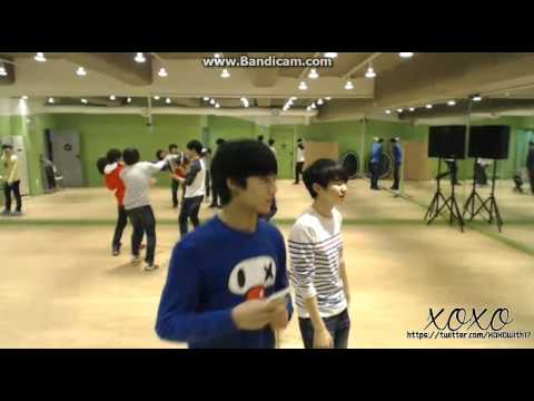 130320 SEVENTEEN singing Introduce me to your noona - NU'EST