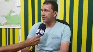 Prefeito Isaac Piyãko presta apoio às vítimas do barco que explodiu no Juruá