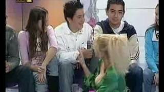 Ελένη Μενεγάκη - ΒΓΗΚΑΝ ΤΑ ΒΥΖΙΑ ΤΗΣ ΕΞΩ...!!!!
