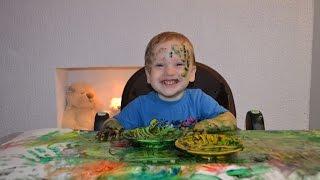 Видео для детей Пальчиковые краски Моя первая картина Рисуем и играем(Никита рисует пальчиковыми красками, ему очень нравится! Смотрите, что у него получилось) Спасибо за просмо..., 2016-11-09T09:11:58.000Z)