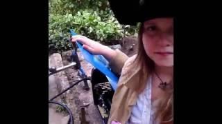 Как девочка варит  велосипед полуавтоматом(Видео подготовлено для участия в конкурсе от компании Tesla Weld Аппарат: Tesla MIG/MAG/MMA 285 Официальный сайт Tesla..., 2016-08-03T04:02:55.000Z)