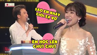 """Trấn Thành khen Hari Won nhảy đẹp & màn đối đáp """"sến chảy nước"""" của 2 vợ chồng tại Giọng Ca Bí Ẩn"""