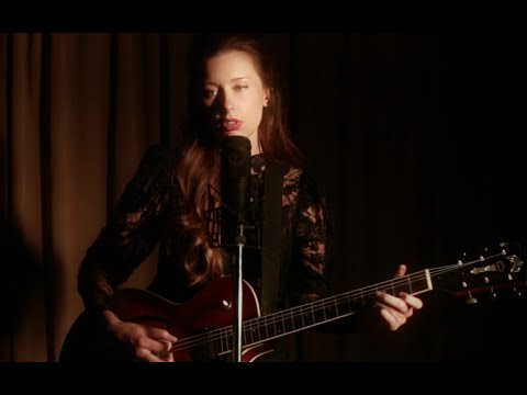"LERA LYNN Performs ""MY LEAST FAVORITE LIFE"" Live at RESISTOR"