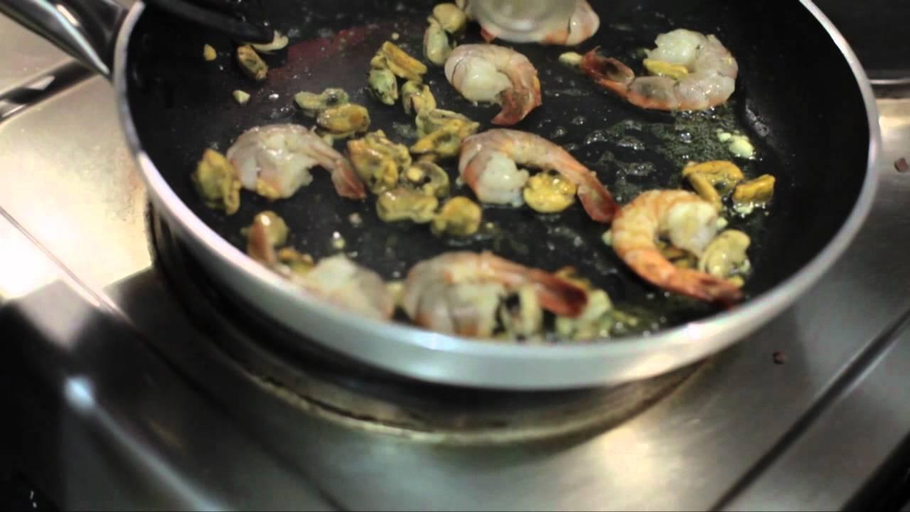 Паста Нери (черное спагетти) с морепродуктами: рецепт