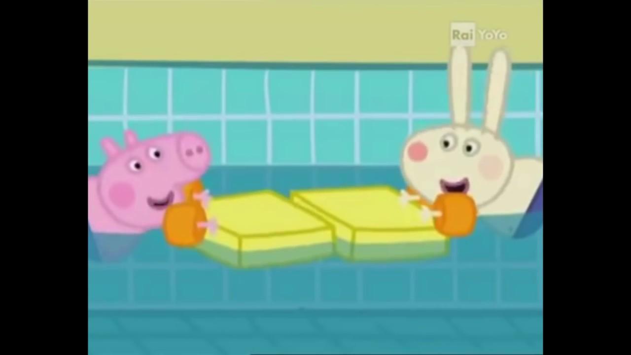 Peppa pig parodia la famiglia bestemmia in piscina for Peppa pig piscina