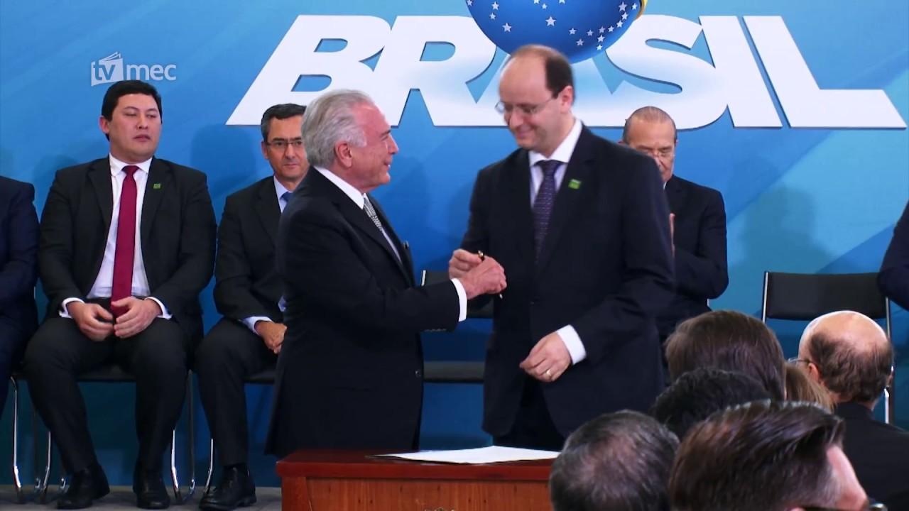 Resultado de imagem para ministro da Educação, Rossieli Soares