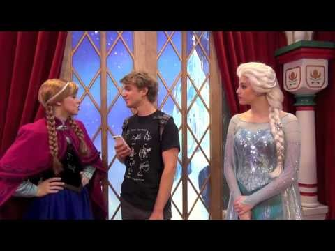 """frozen""-characters-anna-and-elsa-greet-tommy-at-epcot-in-norway"