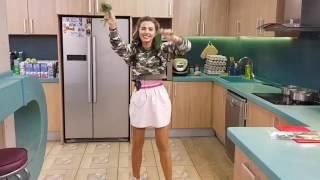 Дарина Маркина решила устроить на кухне  стриптиз дом 2