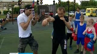 Победитель всероссийских соревнований по боксу провёл урок для красноярцев