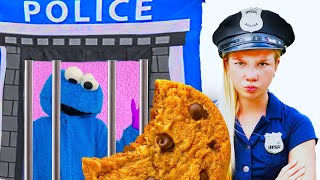 Maggie catch the Cookie Monster stealing cookies.