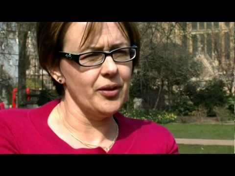 Channel 4 News: How Tanni Grey-Thompson had to crawl off train