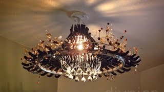 Make A Chandelier Out Of Hangers. Candelabro Feito De Cabides.