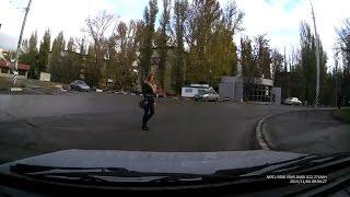 Пешеходы-самоубийцы, или Кегли на дороге (г.Саратов)