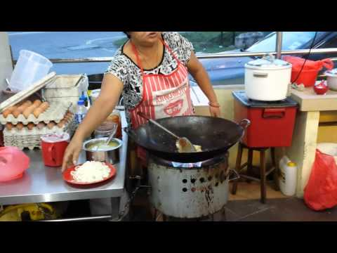Malacca : Fried Kuey Teow - How It Is Done