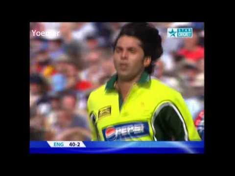 Mohammad Asif bowls Kevin Pietersen first ball