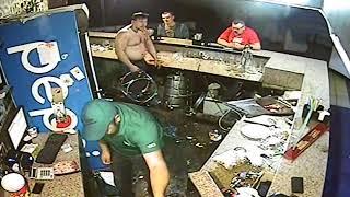"""""""Корабелов.Инфо"""". АТОшник дает отпор в драке в ночном клубе"""