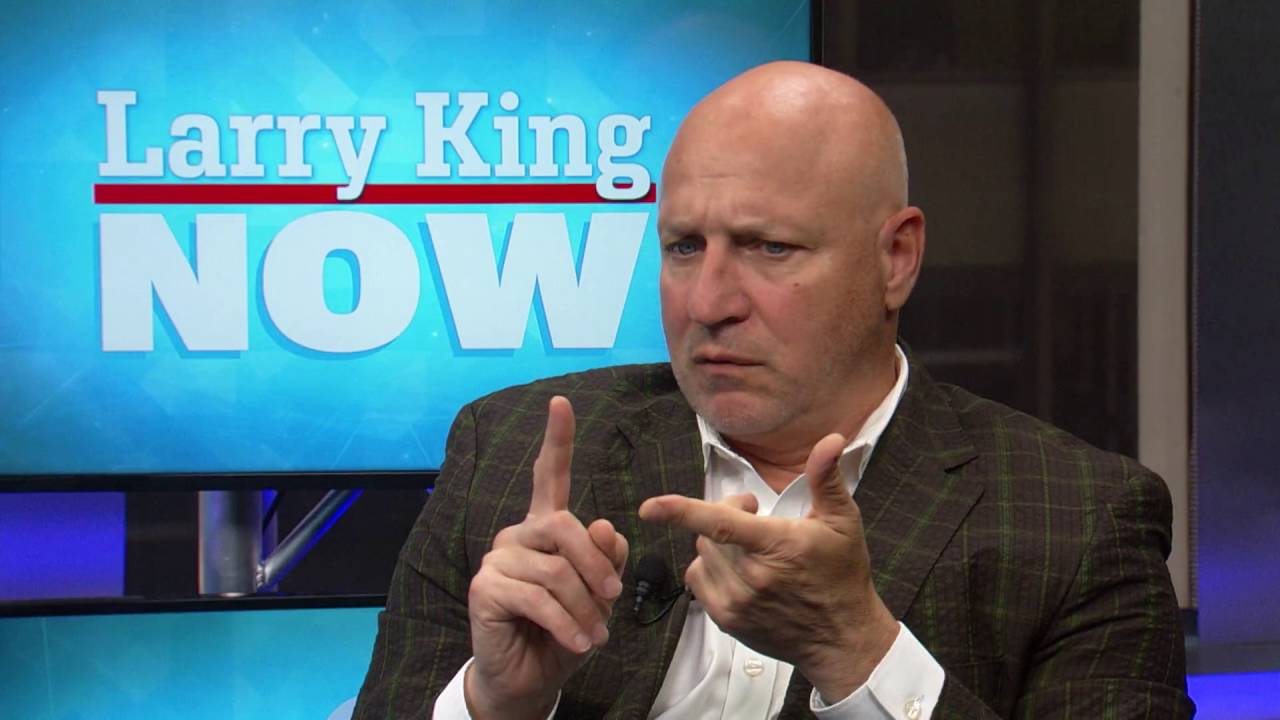 Tom Colicchio's push to abolish tipping in restaurants | Larry King Now