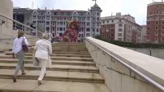 Aruna & Hari Sharma around Flower Puppy Guggenheim Museum, Bilbao Jul 25, 2014
