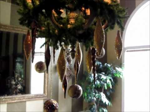 gorgeous holiday chandelier - How To Decorate A Chandelier For Christmas