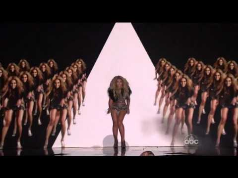 Beyoncé performs