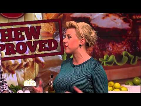 Jodie Sweetin Dominates 'Catch That Phrase'  The Chew