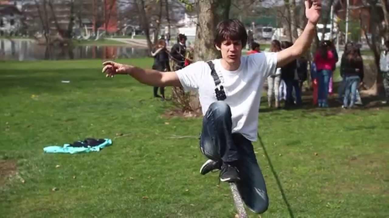 Slackline Tutorial: Inverted Knee-Drop-Turn - YouTube