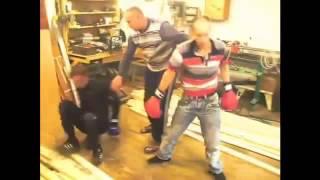 Боксерский поединок бухих мужиков в столярке! РЖАЧ!
