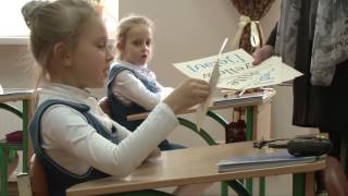Урок французької мови у 2-у класі школи для дівчаток