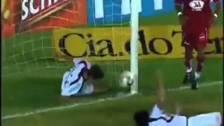 Jugador muere por intentar salvar un auto gol
