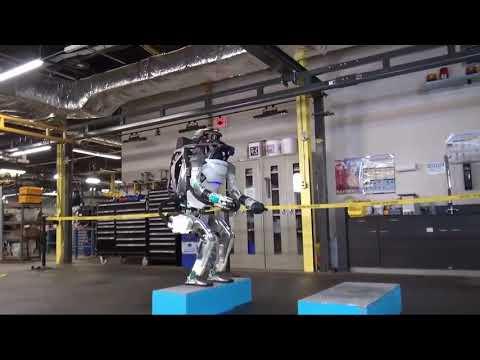 الروبوت الامريكي اطلس يبهر العالم بحركاته ROBOT ATLAS