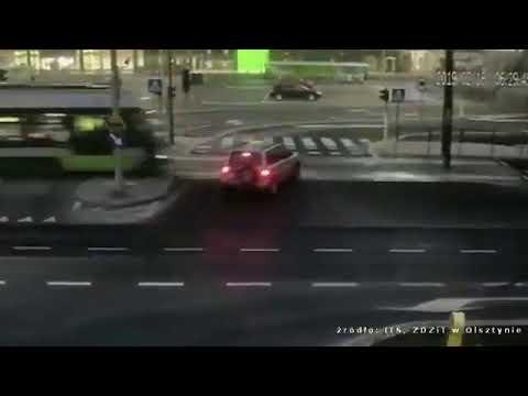 Samochodem prosto pod tramwaj