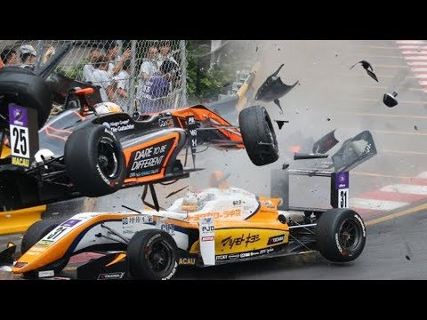 Huge CRASH 😨 Sophia Flörsch MACAU F3 2018 #Macau #Crash
