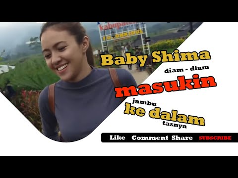 Baby Shima diam - diam masukin jambu ke dalam tasnya