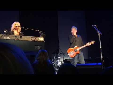 BuckVie Cleveland 11/3/2017 Christine telling the 15 years / album story