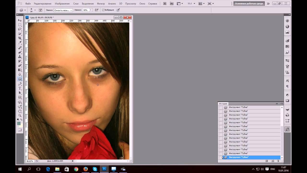 Как убрать красные глаза на фото в Photoshop - YouTube: http://www.youtube.com/watch?v=5FJ2pBhwihc