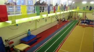 Аня, спортивная гимнастика, опорный прыжок (20.12.2011)