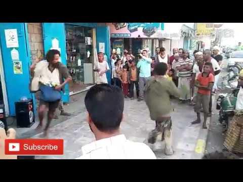 شاهد 2 مجانين يرقصون على زامل حوثي مضحك thumbnail