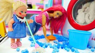 Штеффи одна дома. Видео истории Барби куклы для девочек