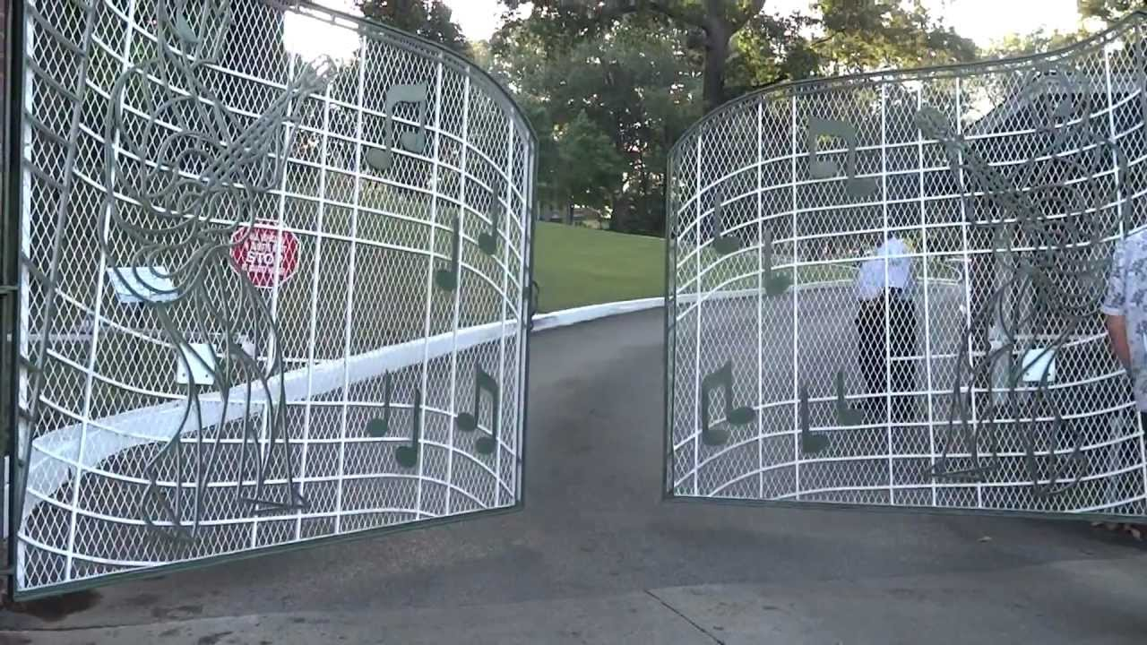 Opening Of Elvis Presley S Graceland Gates Youtube