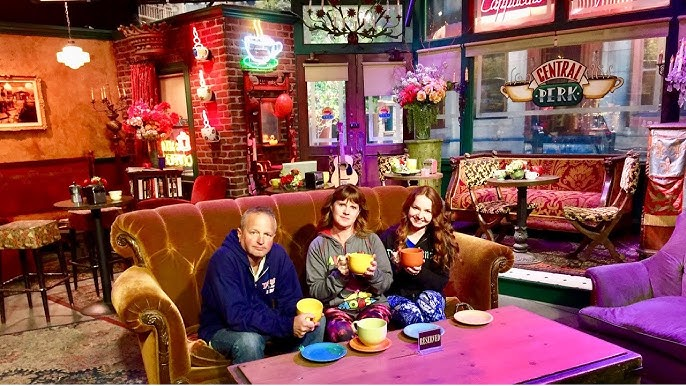 Warner Brothers Studio Tour Part 3 Friends Set Stage 48 Script To Screen Central Perk Youtube