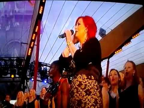 Sing- Live at The Queen's Diamond Jubilee Concert